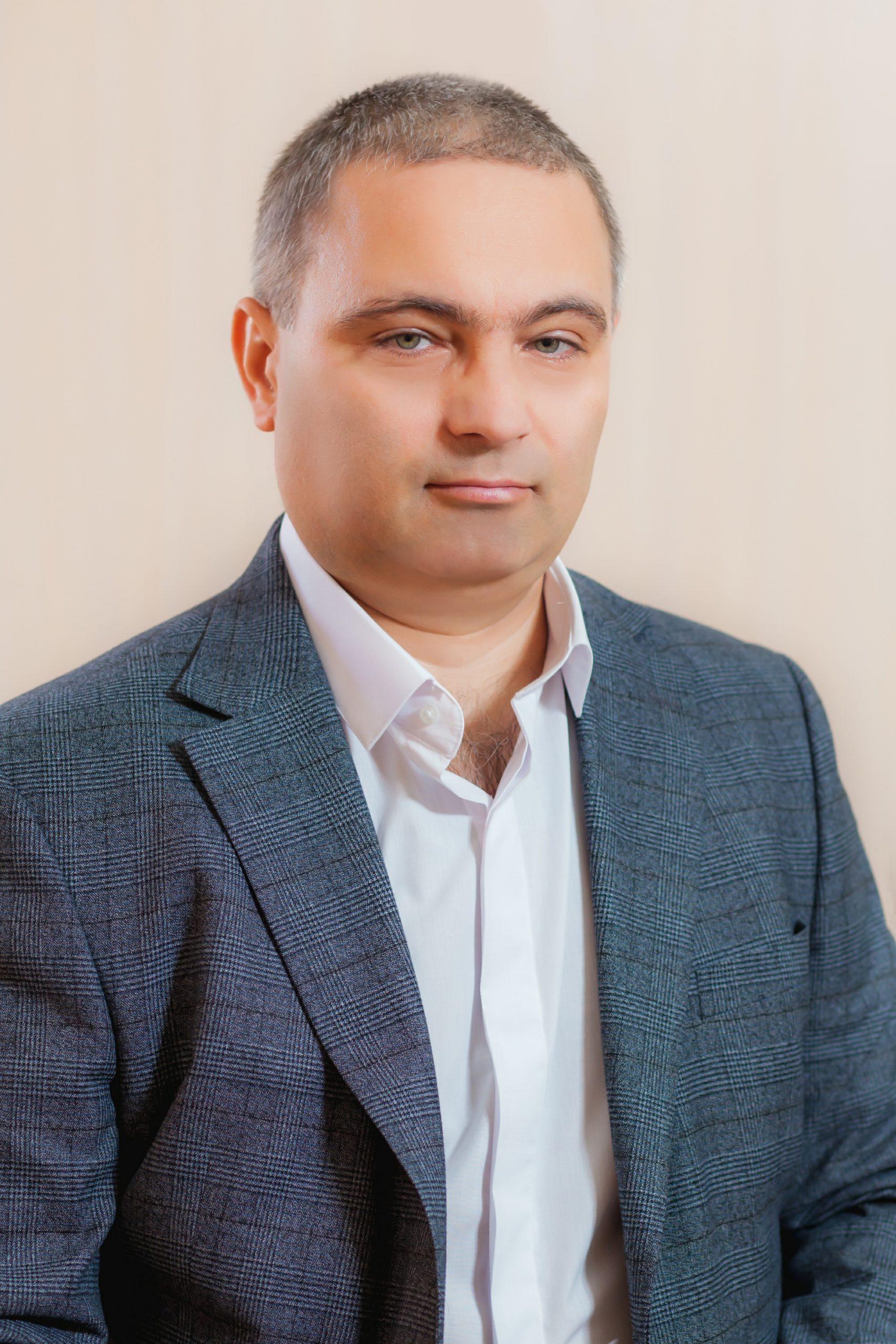 <b>Sergiu