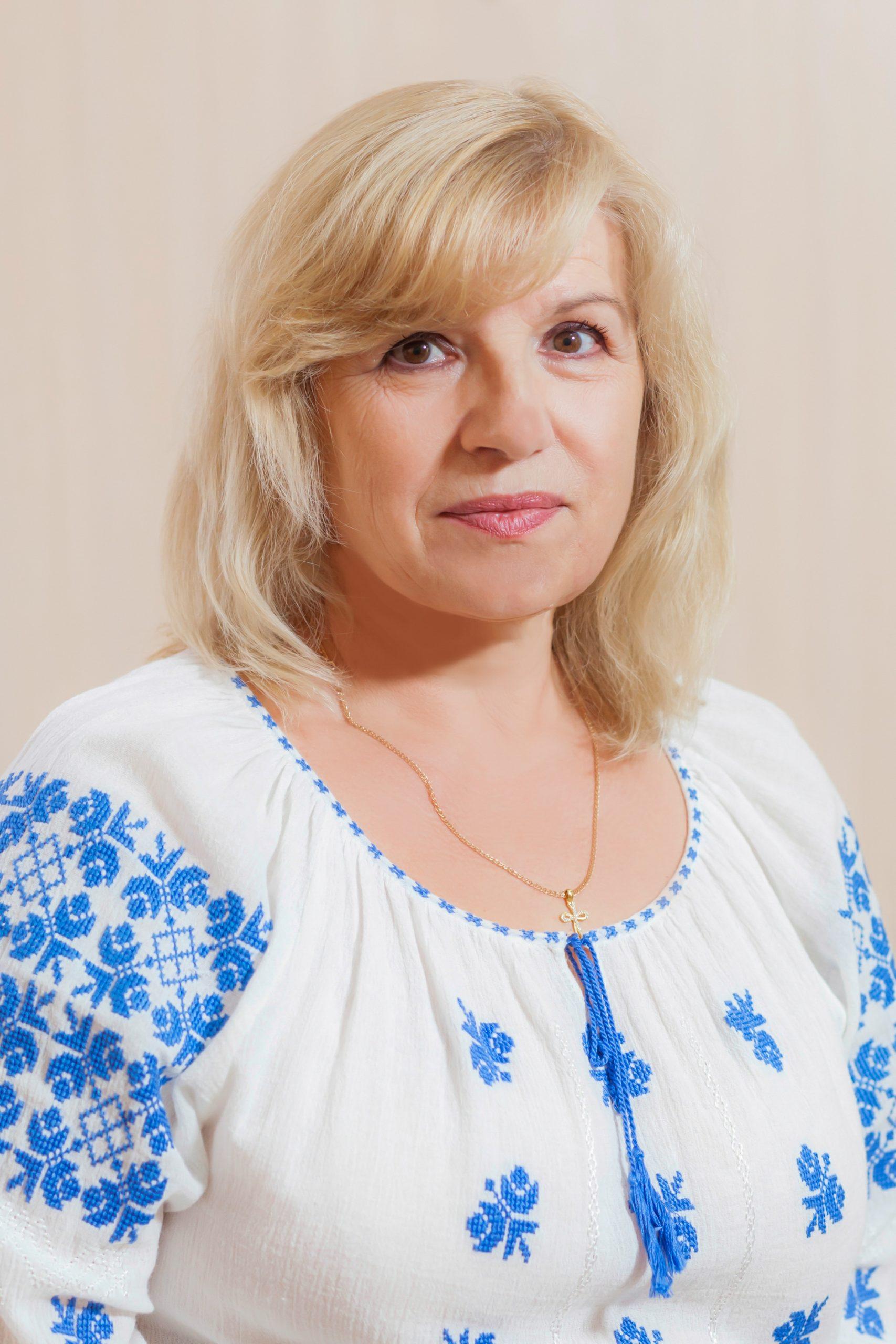 <b>Galina