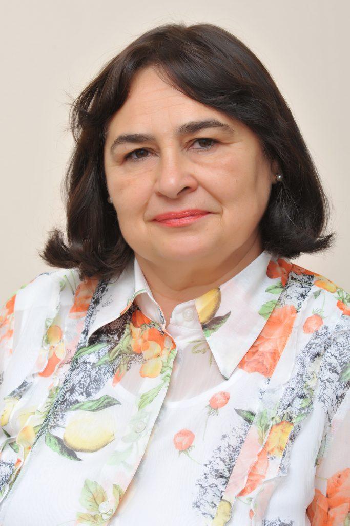 <b>Silvia
